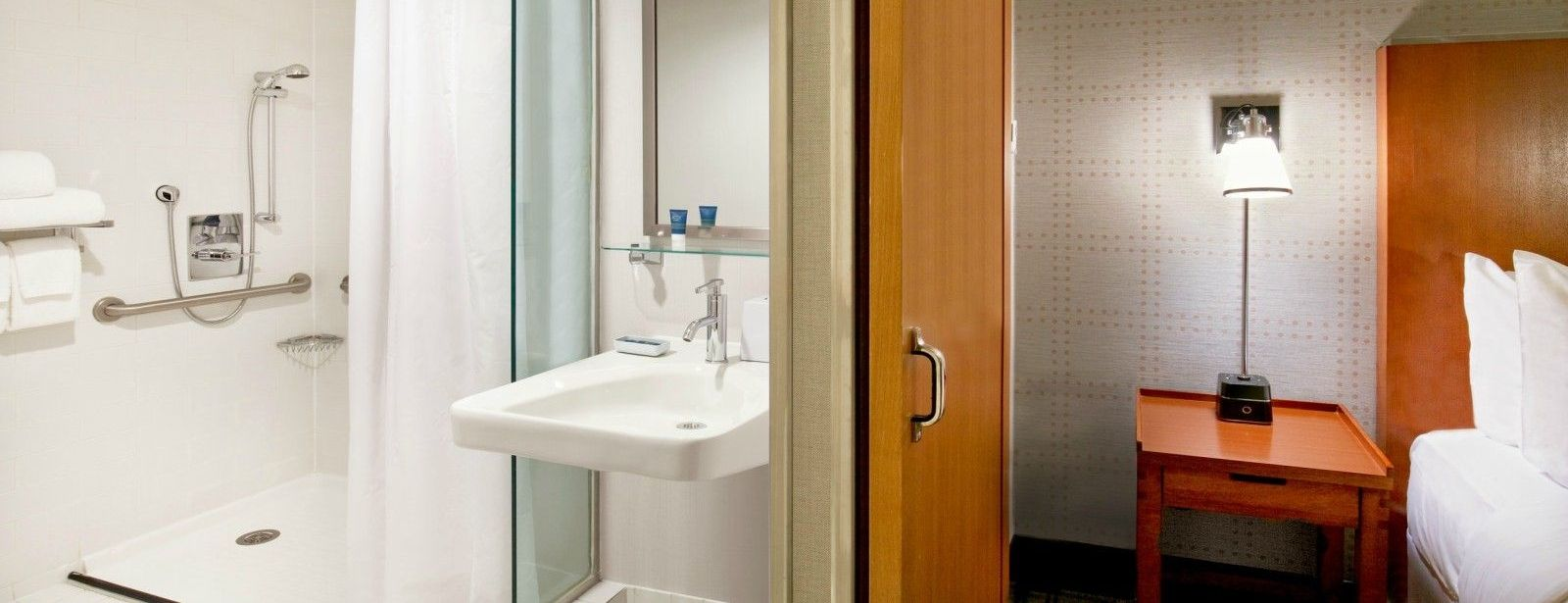 Manhattan Accommodations - Accessible Bathroom